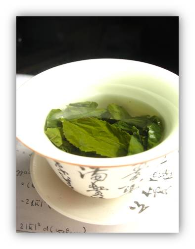 إستبدل كوب قهوة بكوبٍ من green-tea-shaded.jpg